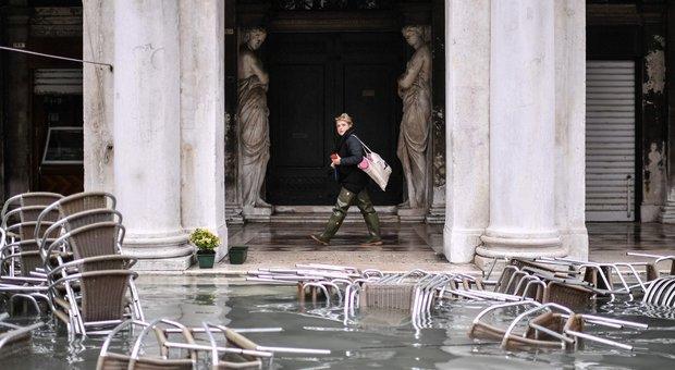 Venezia, piano per salvare Piazza San Marco dall'acqua alta: mini-paratie efficaci sino a 110 cm
