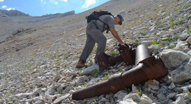 La Majella svela la Fortezza volante: i resti di un aereo incastonati nella montagna