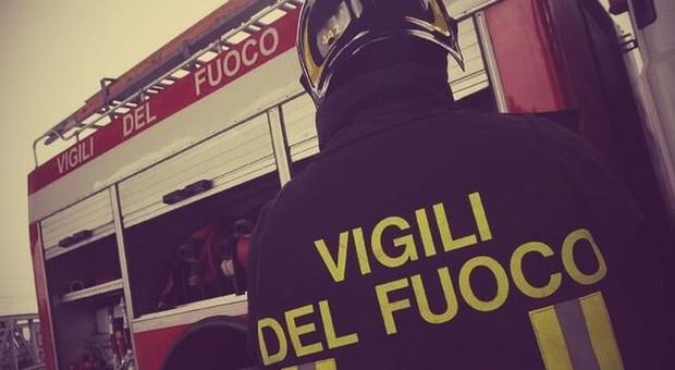 Perugia garage incendiato a ponte san giovanni verifiche for Ponte sopra i piani del garage