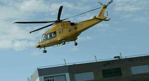 Cerveteri, bambina cade dal balcone di casa: volo di 6 metri, è grave