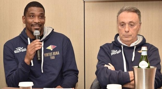James White nella conferenza di presentazione con coach Bucchi