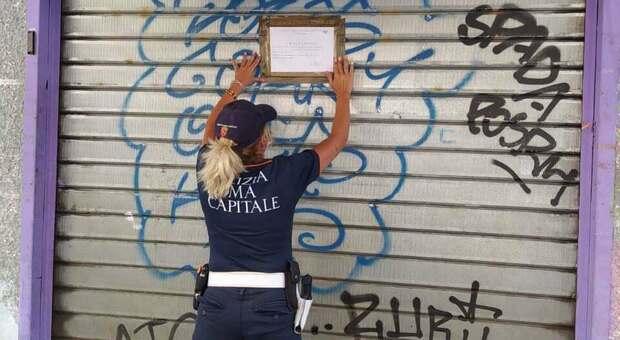 Virus Roma, personale senza mascherina e niente distanze anti-Covid: i vigili chiudono 5 giorni una frutteria