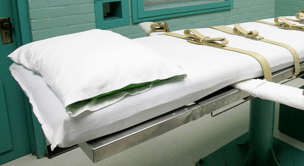 «La pena di morte resta»: il governatore ultracattolico del Nebraska si ribella al nuovo Catechismo del Papa