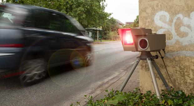 A 160 km crea il panico in città. Chi c'era al volante? La polizia resta incredula