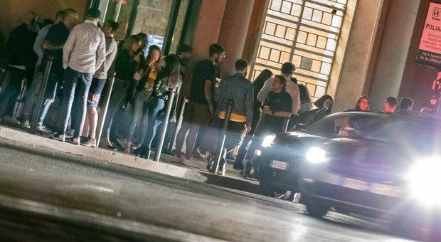 Roma, bar chiuso a piazza Bologna: assembramenti e regole anti-Covid violate