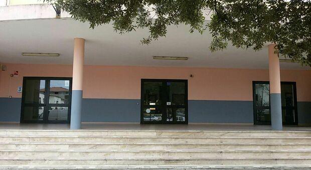 Cagliari, scoperta una chat Whatsapp di adolescenti per scambiarsi droga e video di sesso con minori