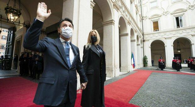 Conte lascia Palazzo Chigi: «Non ho rammarichi». E ora prepara la discesa in campo