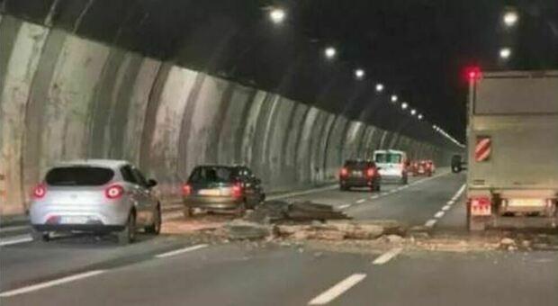 Crollo galleria sull'A26, 21 indagati: «I pezzi della volta non colpirono le auto per puro caso»