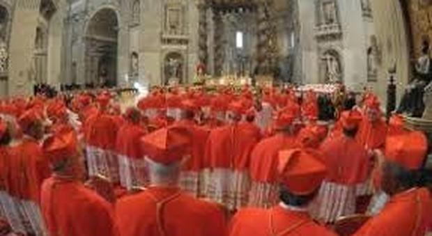 Il Papa ai nuovi cardinali, fuggite dagli intrighi di curia e non guardate dall'alto al basso la gente