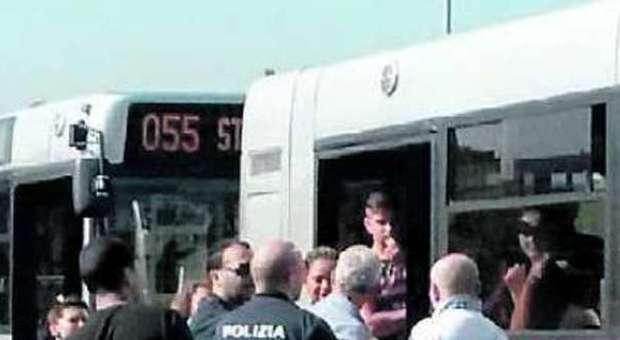 Roma, «Mi attacchi l'Ebola»: donna africana picchiata sul bus