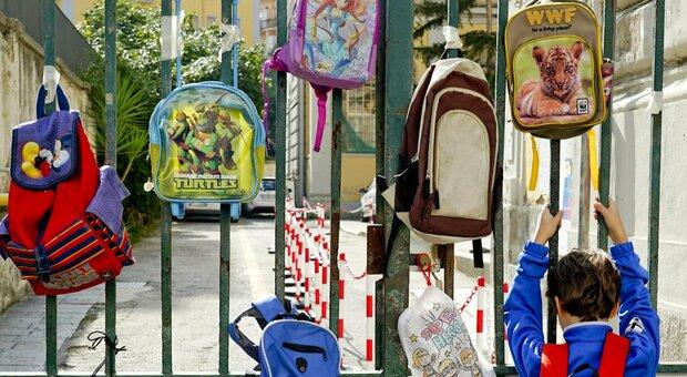 Scuole chiuse in Campania e in Basilicata da lunedì. Bonaccini: «In Emilia stiamo valutando»