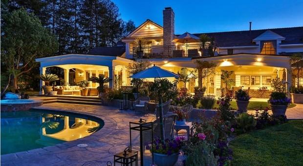immagine California, Jennifer Lopez vende la sua villa di Hidden Hills per 12,5 milioni di dollari