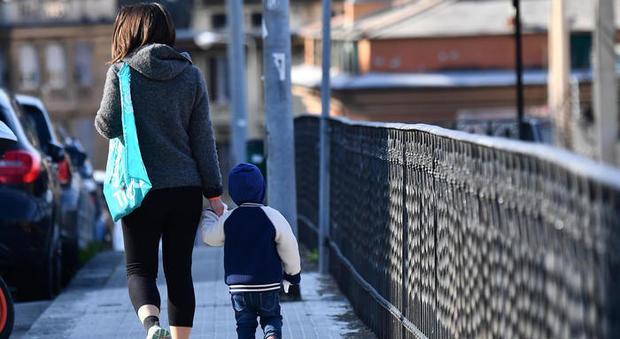 Coronavirus, il Viminale: «Sì a camminate genitori figli». Ira delle regioni