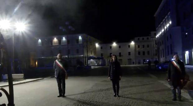 Il coronavirus stronca la liturgia del ricordo del terremoto del 6 aprile all'Aquila: nella notte solitaria la carezza di Mattarella