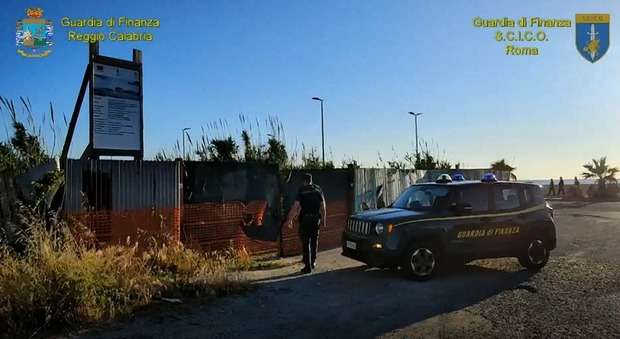 'Ndrangheta, appalti pilotati per favorire le cosche: 11 funzionari coinvolti, decine di arresti in tutta Italia