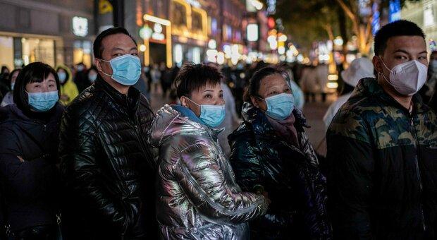 Covid, a Pechino tornano in lockdown 500 mila persone. Nuovo ciclo di test per un focolaio