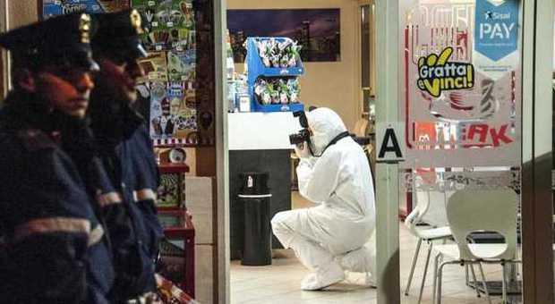 Fiumicino, barista reagisce alla rapina e uccide il bandito armato di pistola con una coltellata