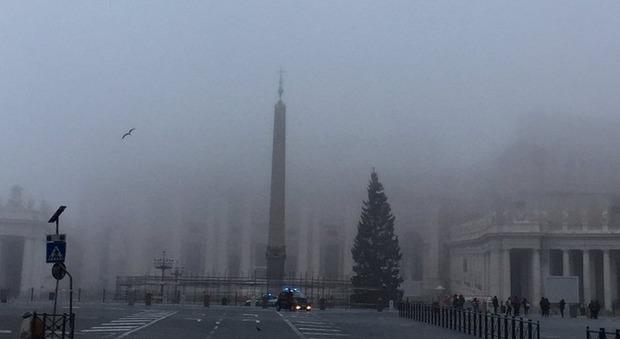 Roma si sveglia con la nebbia: tutti i voli di Ciampino dirottati a Fiumicino