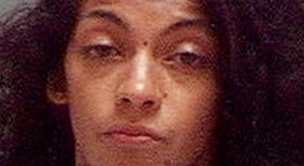 Madre uccide la figlia di 4 anni con 30 coltellate: aveva cercato su internet come fare