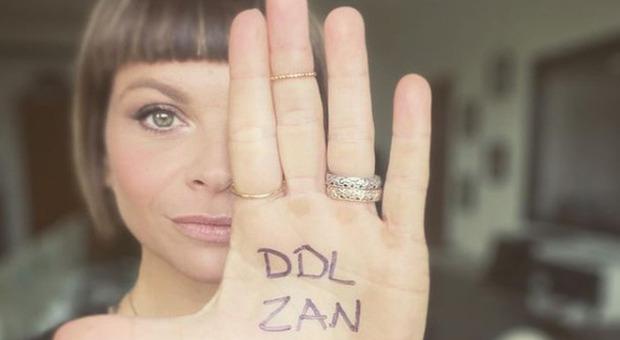 Domenica In, Alessandra Amoroso sul caso Fedez: «Bisogna approvare la legge Zan, c'è bisogno d'amore»