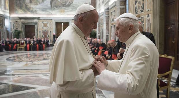 Libro sul celibato, Ratzinger toglie la firma ma evita lo strappo