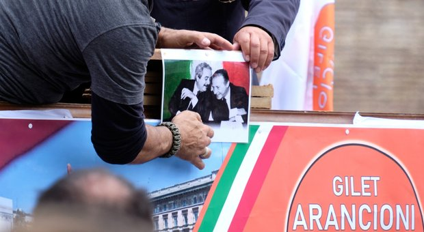 Gilet arancioni, la sorella del giudice Falcone: «intollerabile la foto di mio fratello sotto il leggio del comizio»