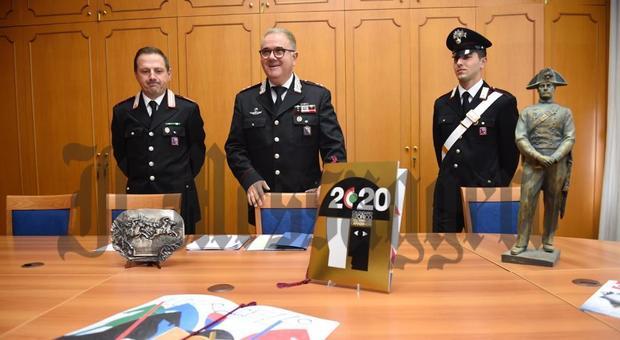 Il tenente colonnello Pietro Dimiccoli mentre illustra il calendario 2020