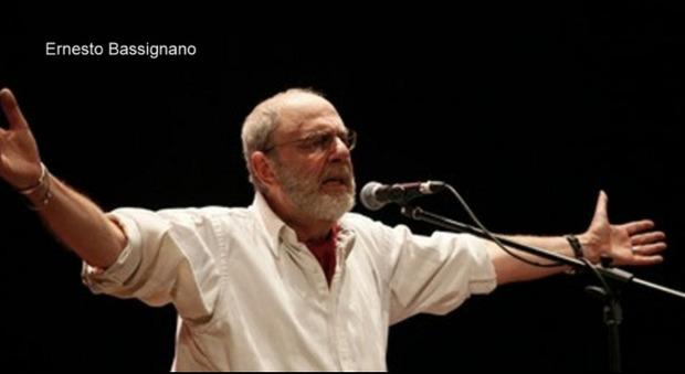 Ernesto Bassignano, il nuovo album Soldati Arlecchini e Pierrots: «Una raccolta di pensieri sparsi nata durante il lockdown»