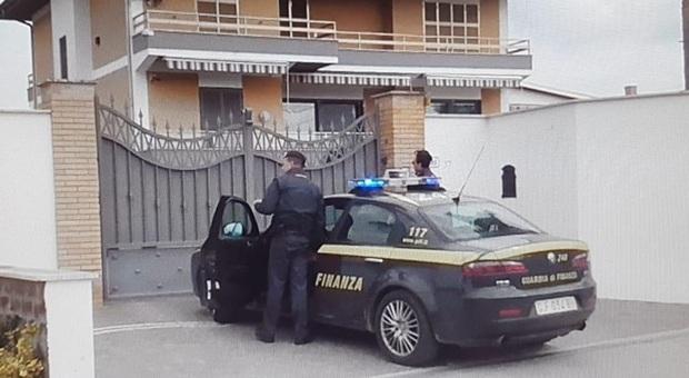 Sequestrati una villa, auto e orologi di lusso a un boss ex poliziotto