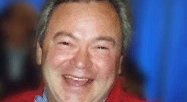 Armando Flagelli Dolori alle gambe e difficoltà a camminare, muore a 57 anni