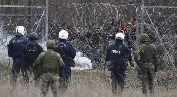 Migranti, nuovi scontri al confine Grecia-Turchia: polizia di Ankara risponde