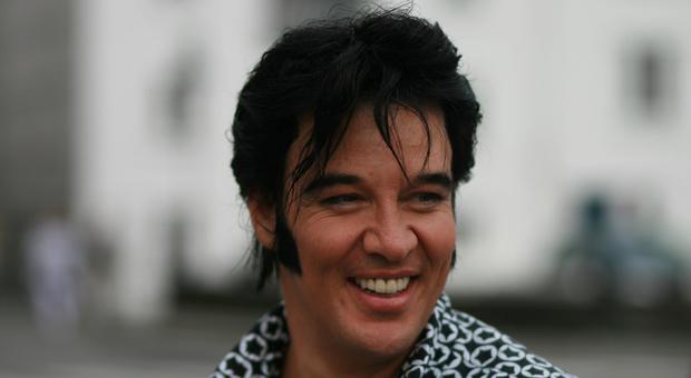 """Presley, è norvegese l'uomo più """"Elvis"""" del mondo: fa uno spettacolo per il re del Rock per 50 ore di fila"""
