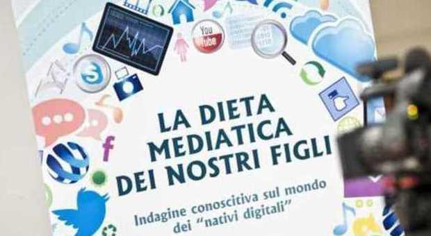 """Nativi digitali, iperconnessi e ipermediatici ma un po' """"somari"""""""