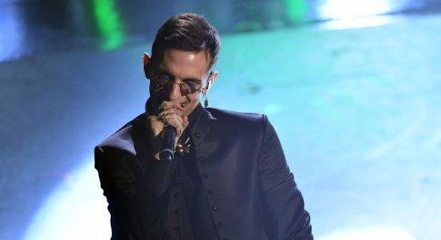 Sanremo, bufera su Achille Lauro: «Inneggia alla droga». Il cantante contro Striscia