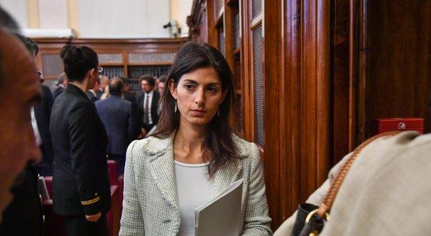 Scioperi, M5S attacca la Raggi: «Roma è un problema». E lei si appella ai sindacati