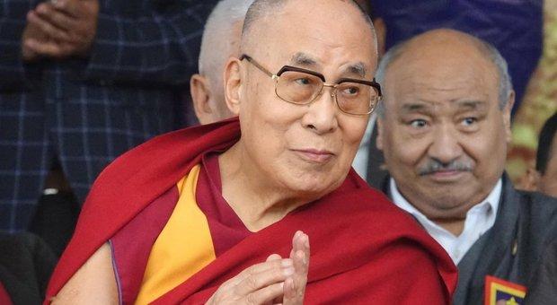 Coronavirus, il Dalai Lama in quarantena per precauzione. E l'Unione buddista italiana dona 3 milioni per l'emergenza