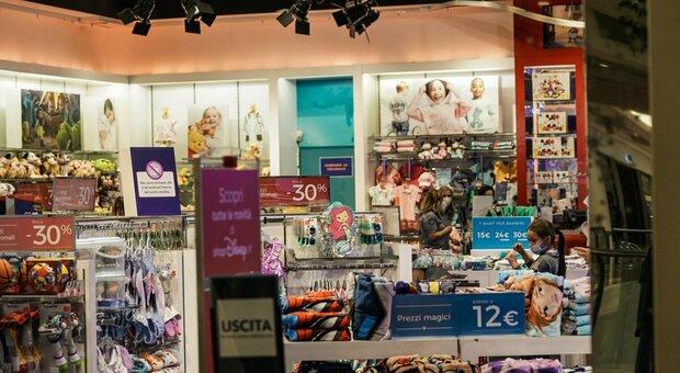 Disney chiude i negozi e punta all' e-commercio: a rischio 230 dipendenti in Italia