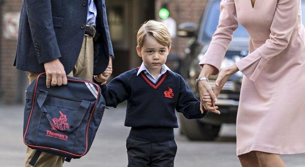 Primo giorno di scuola per George ma lo accompagna solo il papà. Kate a casa con le nausee