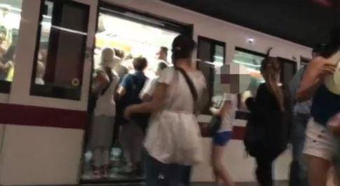 Baby nomadi in metro a Roma, Bordoni (Fi): «Pendolari in ostaggio, convocare il Comitato per l'Ordine»