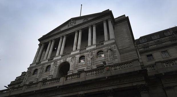 Regno Unito, BoE: tassi fermi a minimi storici