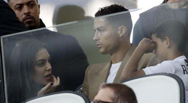 Juventus a picco: -9.92% a Piazza Affari. Il club difende Cristiano Ronaldo