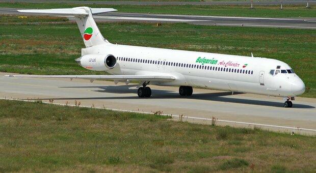 Scoppia motore dell'aereo sul volo Catania-Roma: «È atterrato solo grazie alla bravura del pilota»