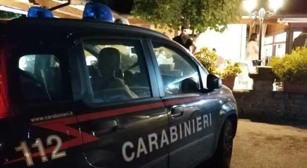 Civita Castellana, il blitz notturno nelle piazze della movida: trovate dosi di droga nei cespugli