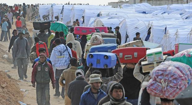 Libia, riunione dei ministri Ue: Haftar avanza ancora, migranti intrappolati «senza via di fuga»