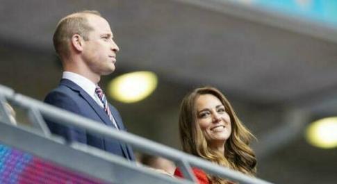 Italia-Inghilterra, dopo la regina Elisabetta anche il principe William lancia l'appello: «Bring it home, portate a casa il trofeo» Video