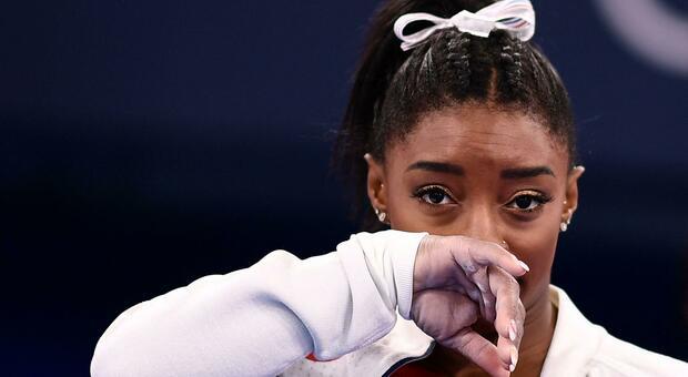 Olimpiadi, Simone Biles si ritira anche dalla finale di corpo libero