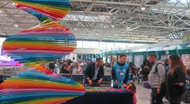 All'aeroporto di Fiumicino l'albero in Lego di Adr e Unicef