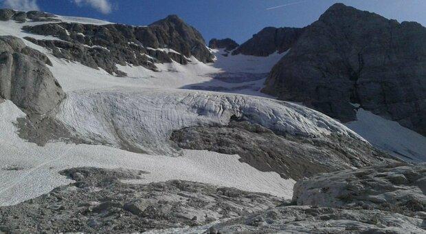 «La Marmolada ha solo 15 anni di vita», per gli esperti il ghiacciaio potrebbe scomparire a breve