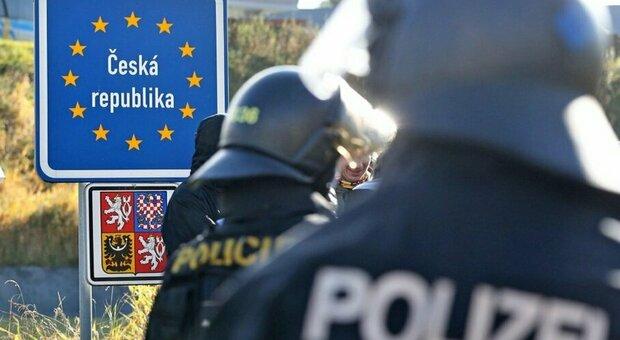 Variante inglese, paura in Germania: confini chiusi con Repubblica Ceca e Austria