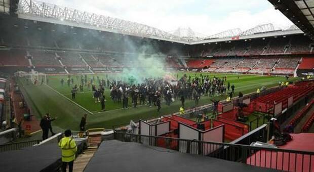 Rinviata Manchester United-Liverpool dopo l'invasione dei tifosi all'Old Trafford